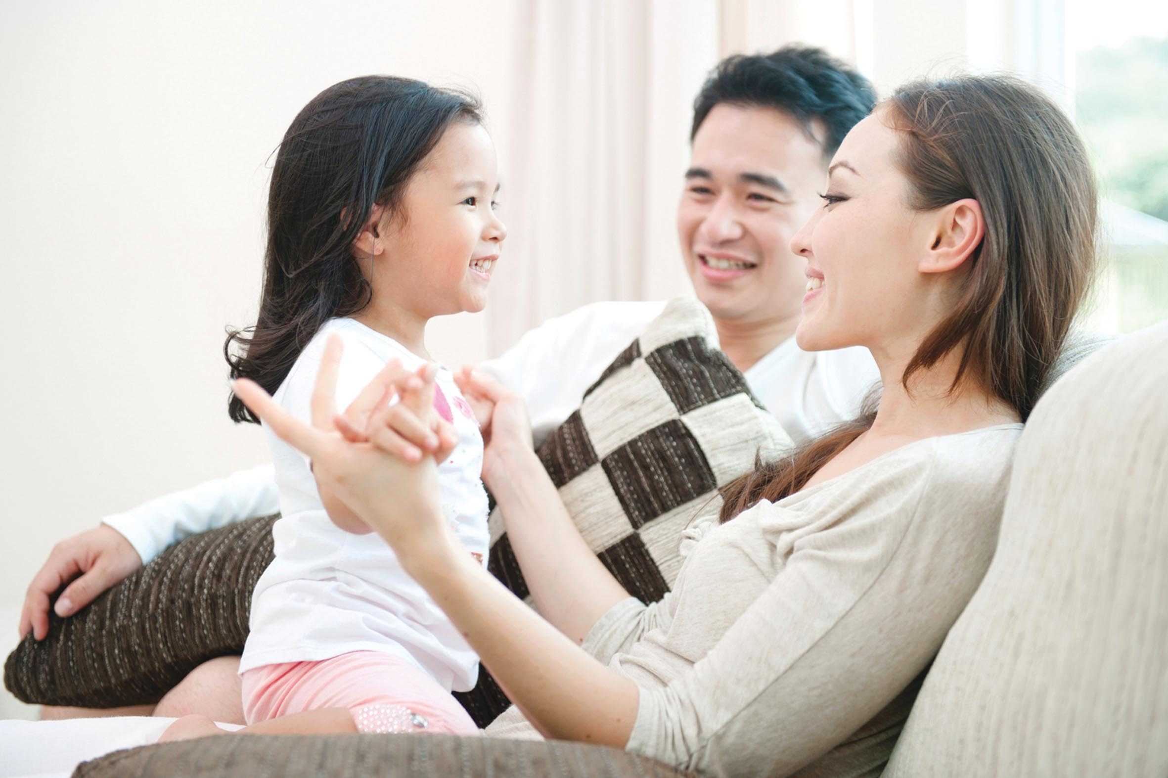 Cha mẹ là những người đầu tiên và suốt đời của con