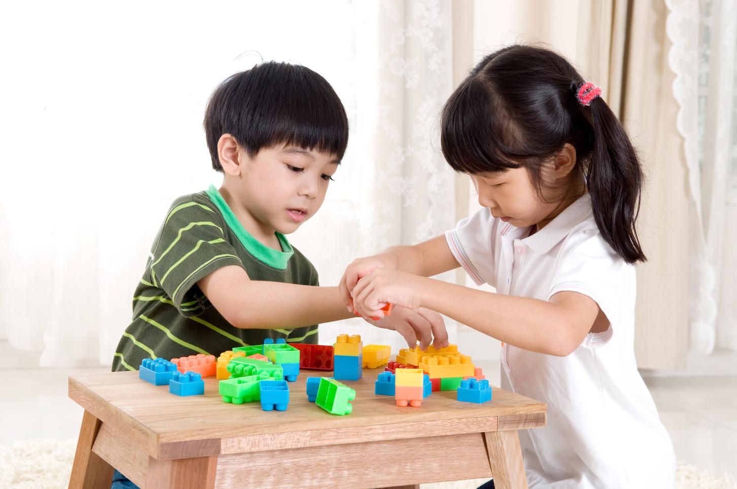 Montessori tạo điều kiện để trẻ phát triển đồng đều cả về tư duy và tính cách Nguồn: Afamily