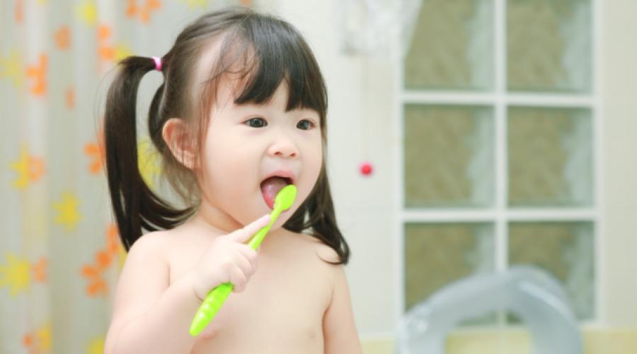 Trẻ hơn 2 tuổi đã có thể tự làm vệ sinh cá nhân và chăm sóc bản thân đơn giản