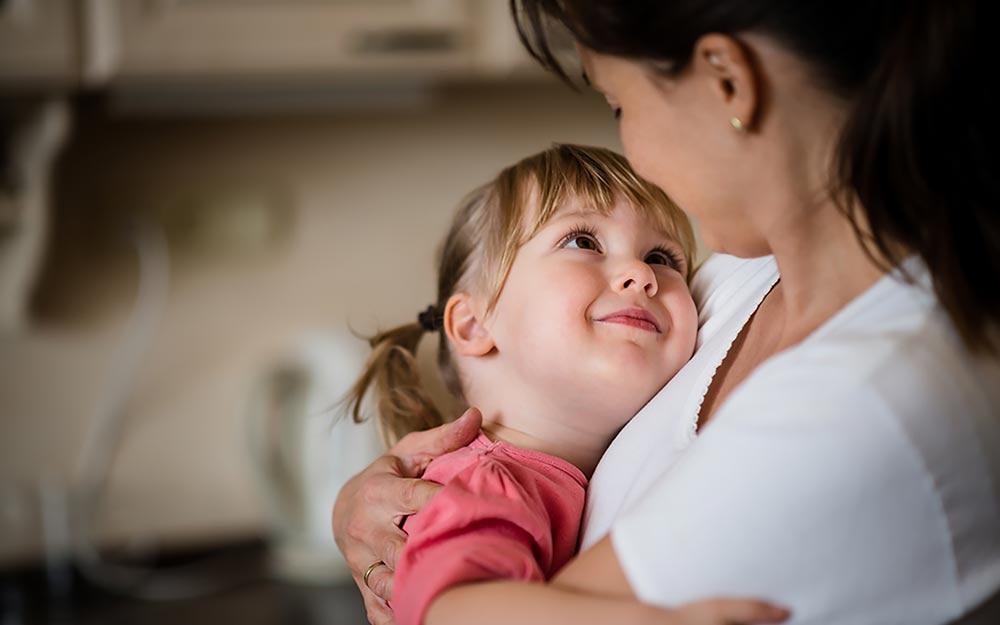 Người Do Thái giấu 20% tình yêu thương để lý trí và khoa học hơn trong dạy con (Nguồn ảnh: pahilokitaab.com)