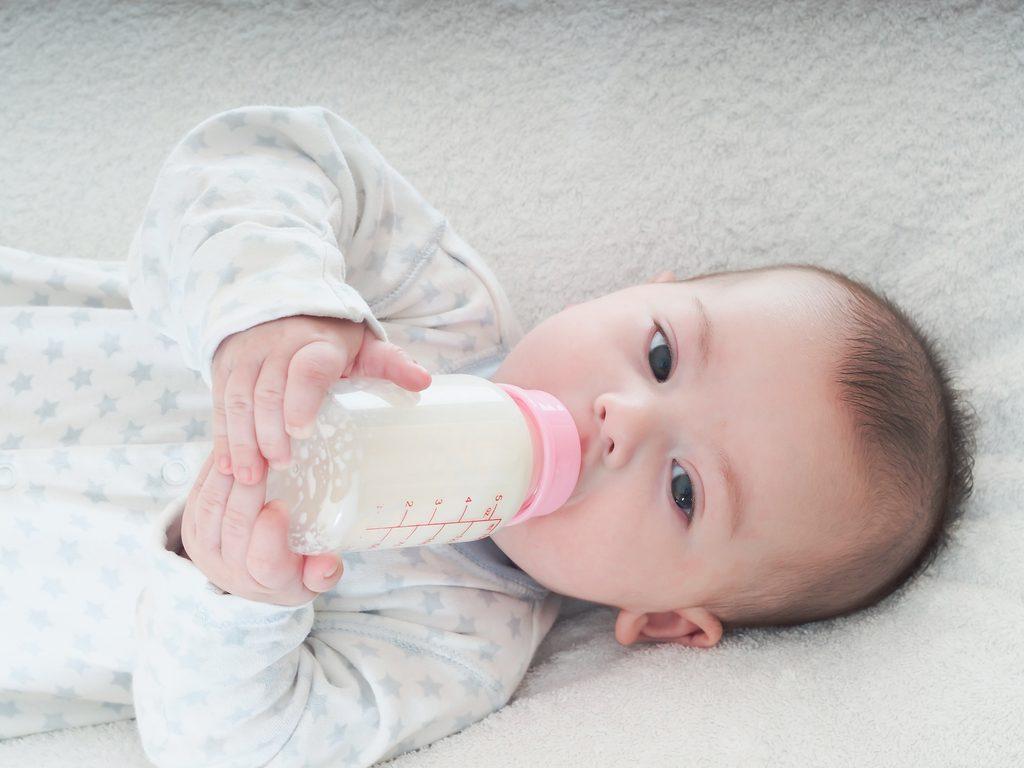 Pha sữa với nhiệt độ nước phù hợp để đảm bảo hương vị và dưỡng chất trong nước Nguồn: suagauthailan.com