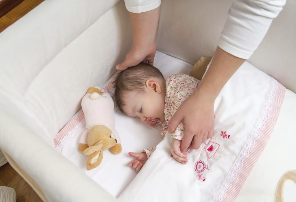 Cho trẻ ngủ riêng từ nhỏ là cách dạy con tự lập